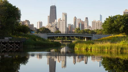 The picturesque neighborhood of Lincoln Park is a peaceful place to stay when visiting Chicago
