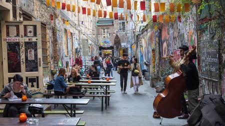 Street musicians often play in Street Art Alley by Hackesche Höfe