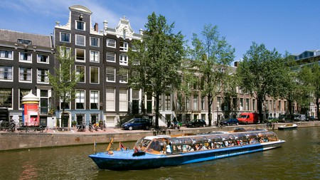 Discover Amsterdam with a guided tour