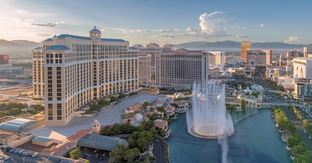 The best hotels in Las Vegas boast world-class dining, entertainment and amenities