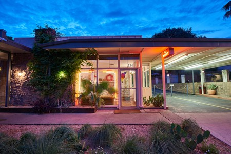 Austin Motel features kitsch 1950s-style accents