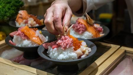 Uni don (sea urchin rice bowl), Tokyo