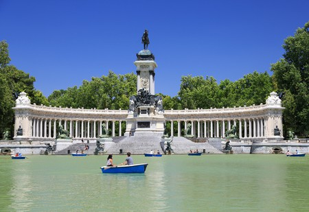 Spend a relaxing day in Retiro Park