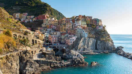 Enjoy the panoramic view of Manarola's colourful houses in the Cinque Terre National Park, Italy