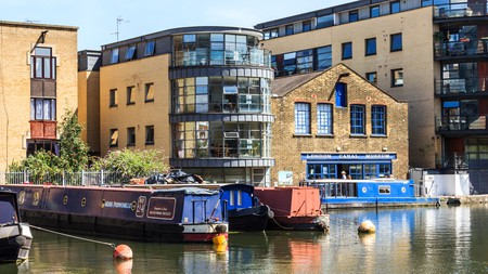 Regent's Canal is a great place for a stroll near King's Cross