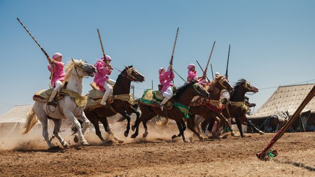 The skill of the talqa (cavalry charge) is in the speed and tightness of the charge and the synchronicity of the troupes firing, which should sound like a single gunshot