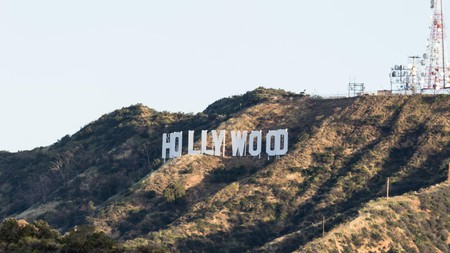 The famous Hollywood sign in Los Angeles. Now you can tour the city by e-bike or in the sidecar of a motorbike