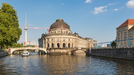 Take a city cruise up the Spree river and dine at the Berlin TV Tower