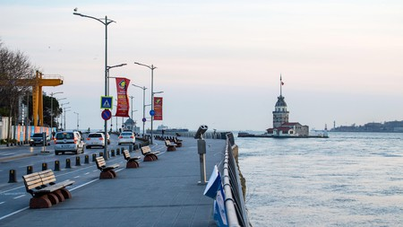 The Üsküdar coast in Istanbul remains empty after the ban on entry and walking on sidewalks
