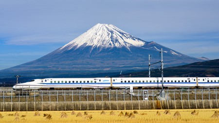 EN5DYN A Shinkansen bullet train passes below Mt. Fuji in Japan.
