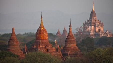 The tips of Gawdawpalin Temple gleaming in dawn