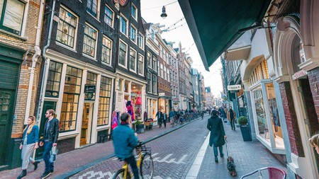 Wolvenstraat, Negen Straatjes is dotted with stylish cafes and hotels