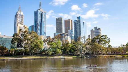 Rowers enjoying the spectacular skyline of Melbourne's CBD