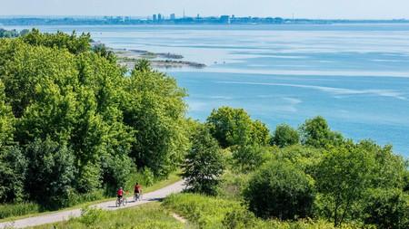 Toronto's close proximity to Lake Ontario makes it a dream destination for outdoor enthusiasts