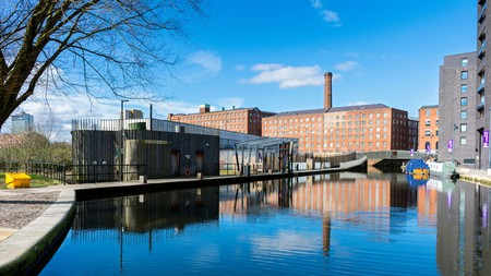 The Cotton Field Park Marina, in up-and-coming Ancoats, is one of the most pleasant spots of Manchester for a mooch | © lowefoto / Alamy Stock Photo