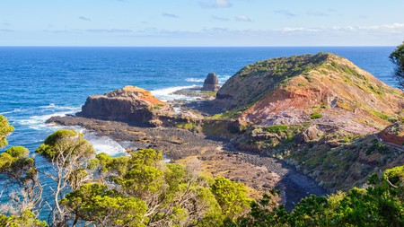 Spend a few hours exploring the Mornington Peninsula, with its food, wine, Peninsula Hot Springs and Arthurs Seat Eagle cable car