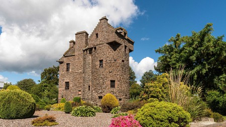 Claypotts Castle is one of the top attractions in Dundee and dates back to the 1500s