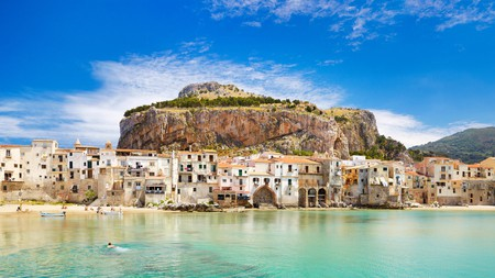 The postcard-worthy medieval houses on La Rocca Hill in Sicily