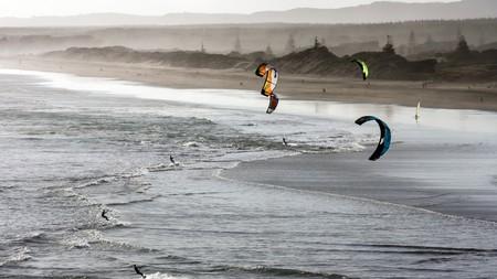 Go kitesurfing on Muriwai beach in Auckland, New Zealand