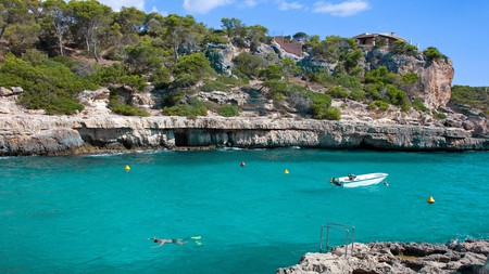 The rocks that border the bay at Cala Llombards, and at other less touristy spots on Mallorca, make it ideal for snorkelling