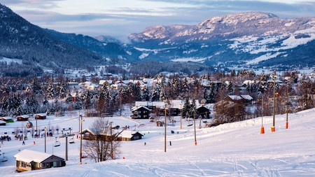 Ski resorts abound in Norway, from family-friendly spots to slopes for professional skiers and snowboarders