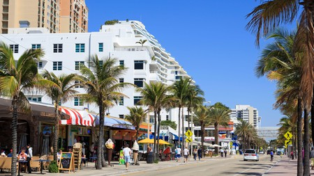 Many breakfast places in Fort Lauderdale have outdoor seating in the warm sun