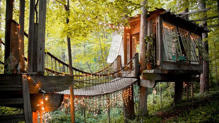 This treehouse in Atlanta, Georgia, is among the best offbeat Airbnb rentals in the world