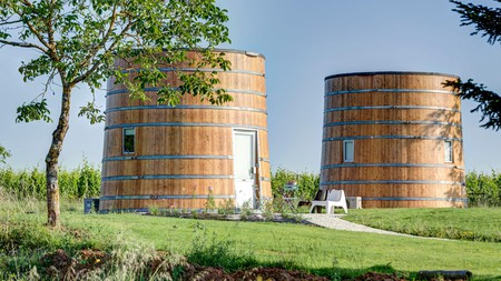 Coup 2 Foudres in Saint-Émilion, France, features two wine barrel cabins you can stay in