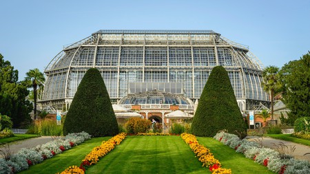 Explore incredible places like the Botanical Garden in Berlin via public transport
