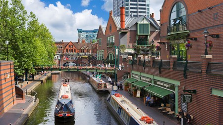 Take a look at the best Airbnbs to choose in Birmingham, UK