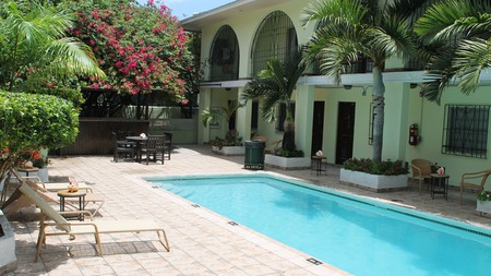 El Greco Hotel offers budget travelers comfy rooms near many Nassau attractions