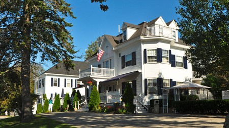 Once a tea merchant's mansion, this grand weatherboard inn was built in the late 1890s