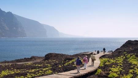 From the boardwalk you can enjoy views of the Accantilados de Los Gigantes cliffs