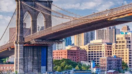 The Brooklyn Bridge connects Brooklyn to Manhattan
