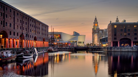 All the bars, restaurants and museums of Albert Dock await you in Liverpool