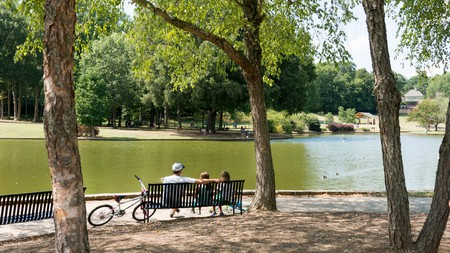Freedom Park is a great green expanse in the centre of Charlotte, with a large lake, tennis courts, and batting cages; a moment of tranquility in the big city.