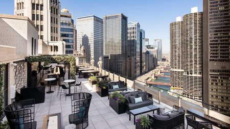 The LH22 rooftop bar at LondonHouse offers you some incredible views of Chicago's skyline