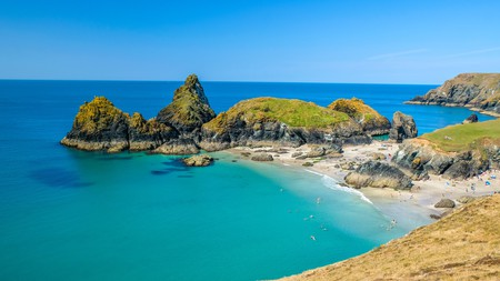 Choose one of these all-singing, all-dancing stays in England's southwest to get the most out of your Cornish holiday