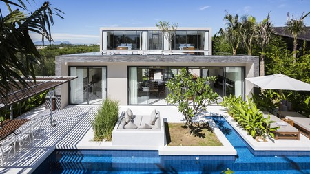 Blur the lines between indoor and outdoor with magnificent views from floor-to-ceiling windows