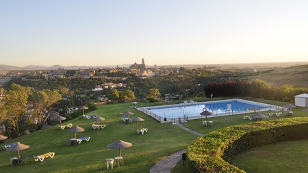 Combine Segovia's rich cultural heritage and vibrant dining scene with a relaxing stay at the stunning Parador de Segovia