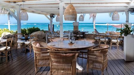 Villa Montana Beach Resort offers oceanfront dining experiences