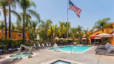 The bright and cheery Clementine Hotel and Suites Anaheim offers a host of amenities