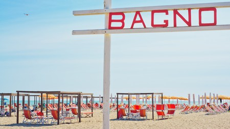 Hire a sunlonger at a beach 'bagno'