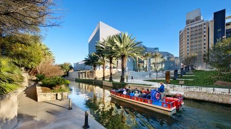 Hotel Indigo San Antonio – Riverwalk is a charming boutique Spanish-style villa with plenty of outdoor spaces