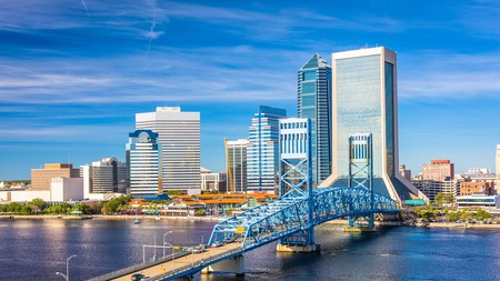 Jacksonville, Florida has a host of wonderful hotels overlooking the St John's River, as well as miles of beautiful beaches, spas, and golf greens for you to enjoy