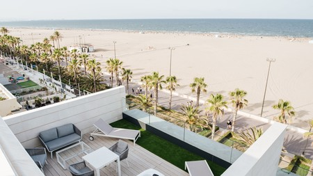 It's described as an urban hotel, yet Neptuno is right on the beach