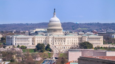 The United States Capitol in Washington DC is surrounded by family-friendly hotels
