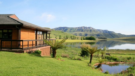 As the eastern portion of the Great Escarpment, the Drakensberg enclose the South African central plateau, making for extraordinary views