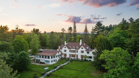 Seven Hills Inn is just one of the spectacular hotels outside of New York City