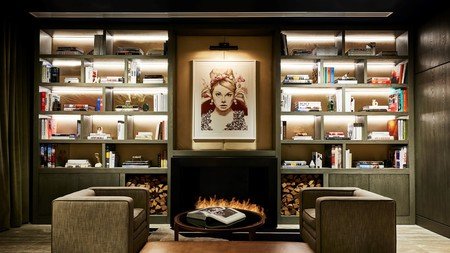 SoHO's SIXTY hotel typifies the industrial glamour and artistic flair of Manhattan's trendiest area. Dine on refined French cuisine in Bistrot Leo or sip cocktails on the roof – New York is your oyster at this chic spot.
